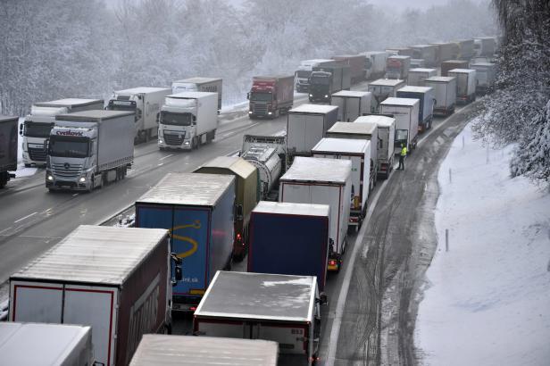 Kamiony v levém pruhu: ANO chce trvalý zákaz, KSČM a ODS jen někdy a někde