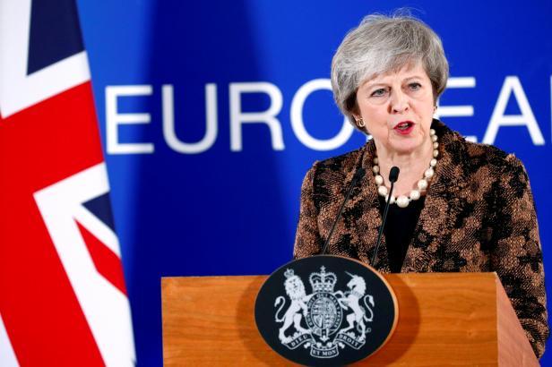 Mayová věří, že jednání s EU o zárukách k brexitu je možné. Summit EU jí je ale odmítl dát