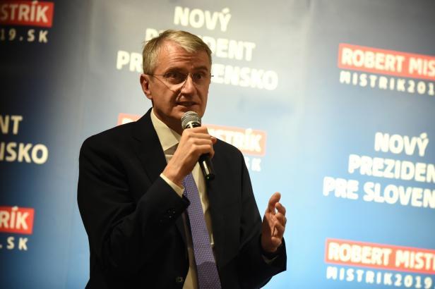Někdo od Smeru, od Mečiara, nebo někdo slušný. Tak vidí slovenské volby kandidát Robert Mistrík