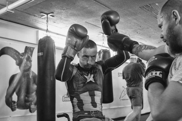 Nikdy ho neviděli plakat. Fotky s českým boxerem zaujaly světovou porotu