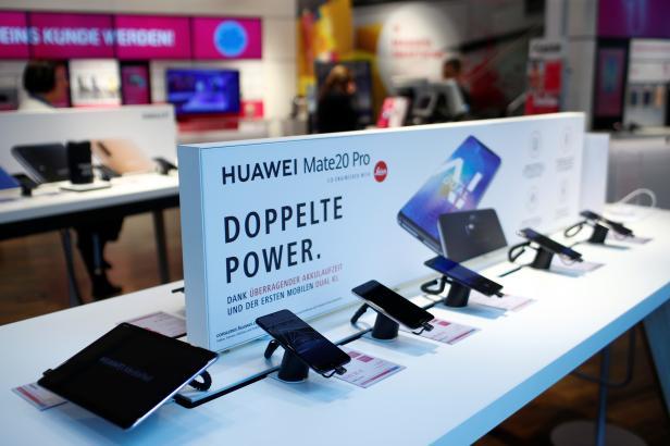 Prodej smartphonů loni stoupl, firma Huawei se na dosah přiblížila Applu