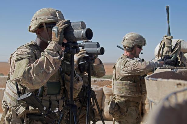 Po stažení vojáků zůstane v Sýrii 400 Američanů, oznámil Bílý dům
