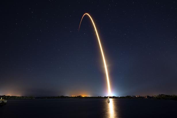 Izraelská sonda odstartovala na cestu k Měsíci. Do kosmu ji vynesla Muskova raketa Falcon