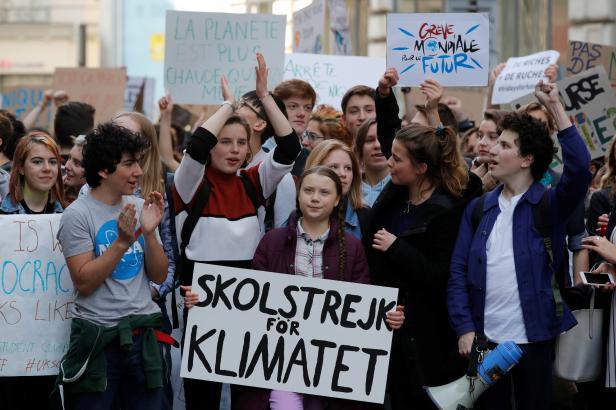 Švédská studentka v pátek nechodí do školy, nelíbí se jí lhostejnost ke změně klimatu. A přidávají se k ní další