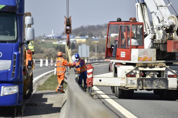 Začala oprava dálnice u Otrokovic. Řidiče čeká několik dopravních omezení