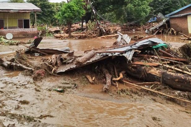 Záplavy po přívalových deštích v Indonésii a Východním Timoru si vyžádaly přes 40 obětí