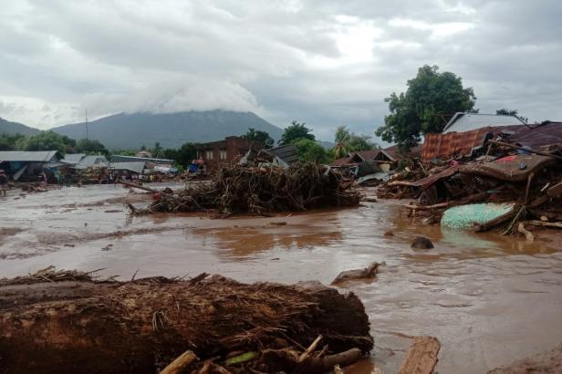 Záplavy v Indonésii a Východním Timoru mají už přes sedm desítek obětí