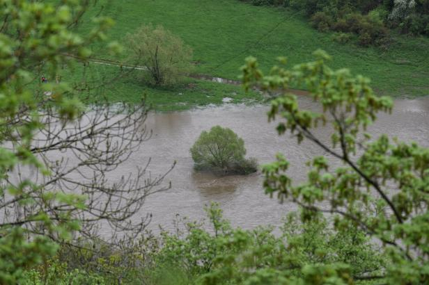 Na Vysočině a v Jeseníkách bude znovu pršet, hrozí povodně. Na první stupeň může vystoupat i Labe