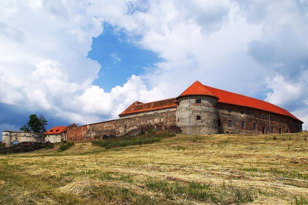 Toulky za hrad(b)y: Do Dolních Kounic na hrad i zámek v jednom