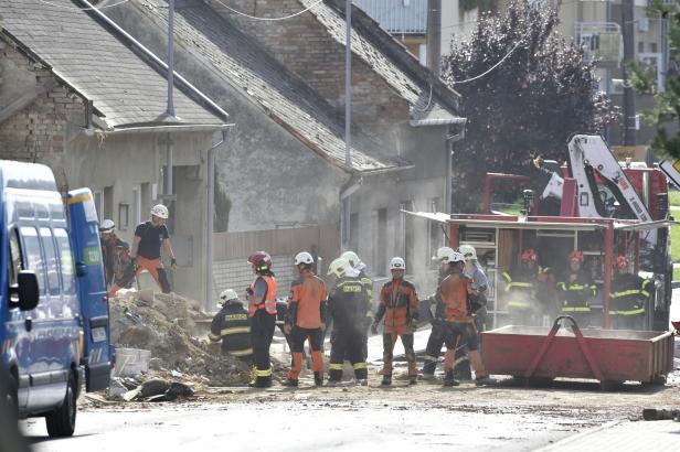 V Koryčanech vybuchl rodinný dům. O život přišli dva dobrovolní hasiči