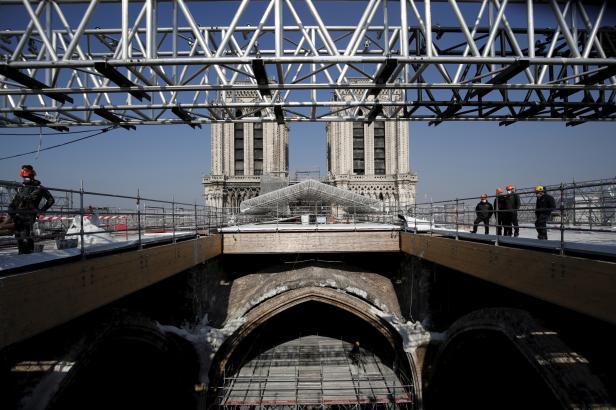 V Paříži skončily zabezpečovací práce na katedrále Notre-Dame, mohou začít vlastní opravy