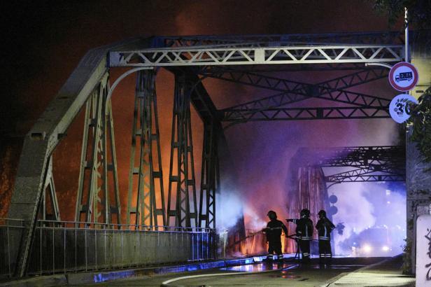 Požár v Římě výrazně poničil  most přes Tiberu z 19. století