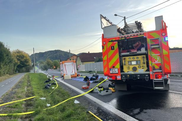 Hasiči zasahují u úniku kyseliny v Novém Jičíně-Bludovicích, evakuovali asi padesát lidí