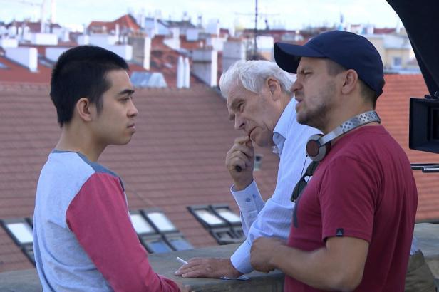 Fungujeme jako v boxu formule 1, říká Jiří Mádl o natáčení Na střeše
