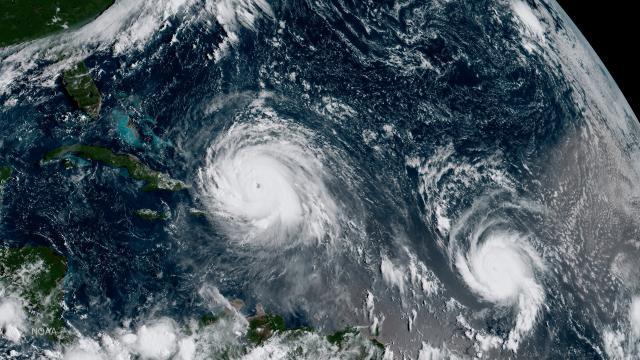 Hurikán Irma (vlevo)