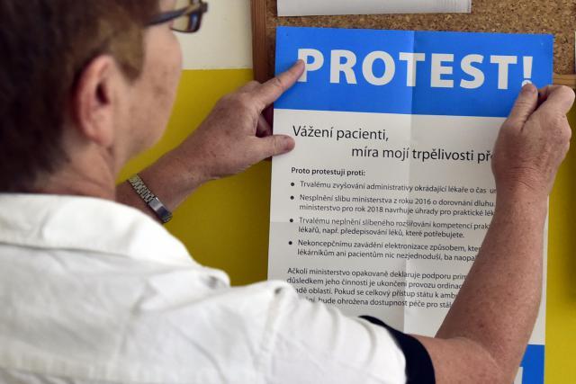 K protestu se přidalo několik tisíc lékařů
