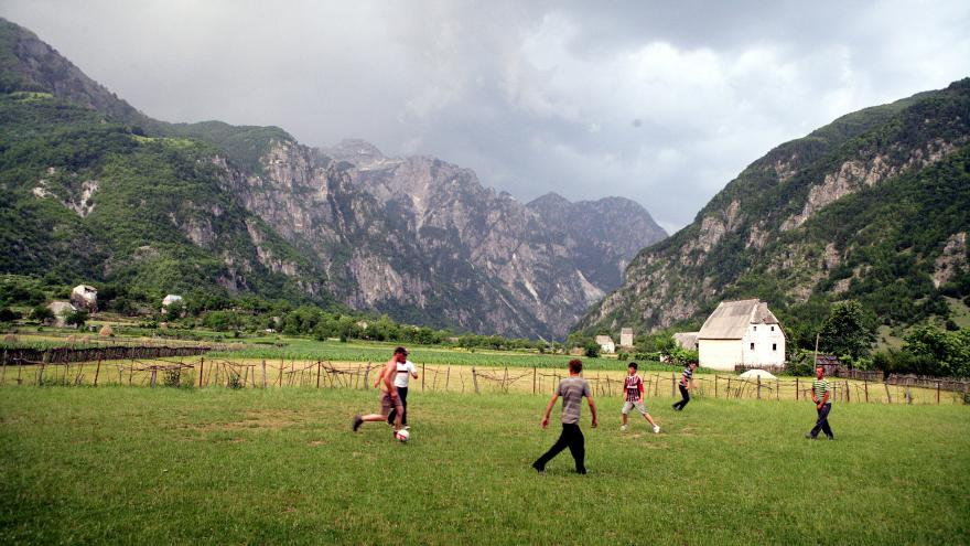 Video Demeterová: Lidé v horách tvrdě pracují, aby vytvořili turistům podmínky