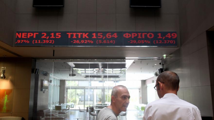 Video Zprávy v 16: Hlavní index aténské burzy spadl ráno o čtvrtinu