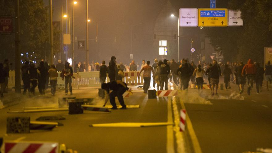 Video Zpravodaj ČT k Heidenau: Neví se, jestli má policie dost sil udržet pořádek