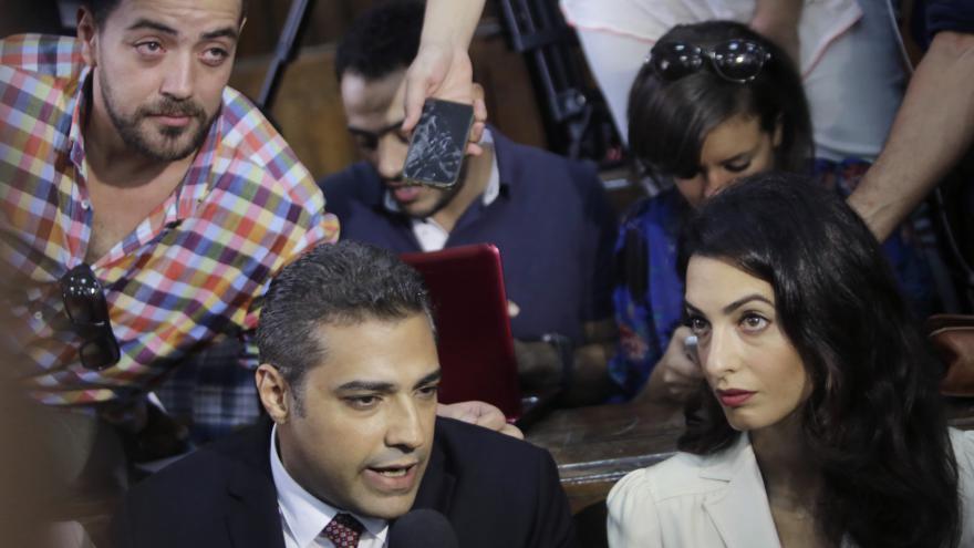 Video Soud snížil trest novinářům Al-Džazíry