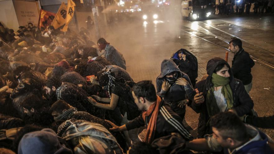 Video Bývalý velvyslanec: Obvinění novinářů z terorismu je v Turecku časté