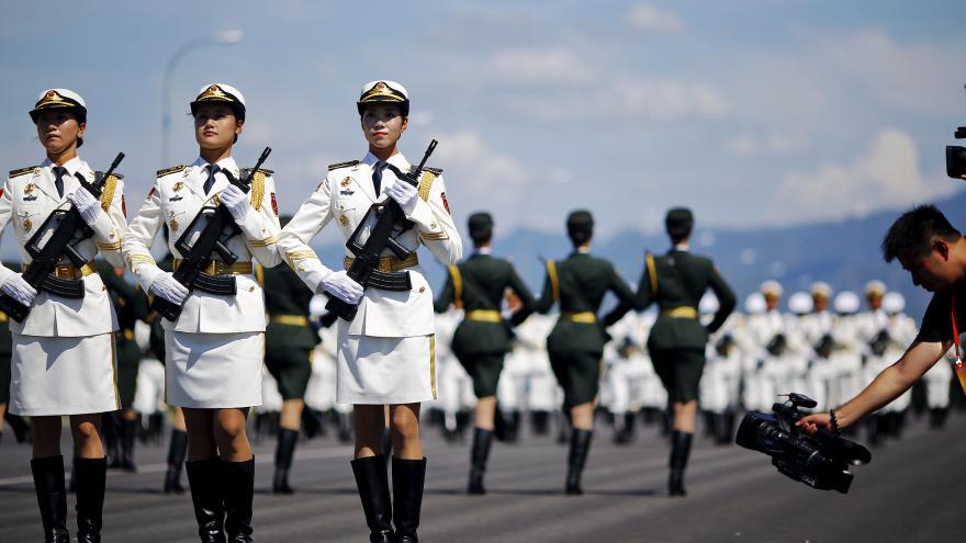 Video Zpravodajka ČT: Čína se pochlubí i ženskou jednotkou