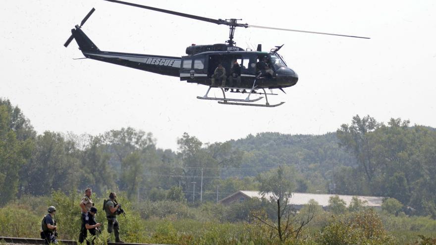 Video V USA pátrají po trojici možných vrahů poručíka a veterána