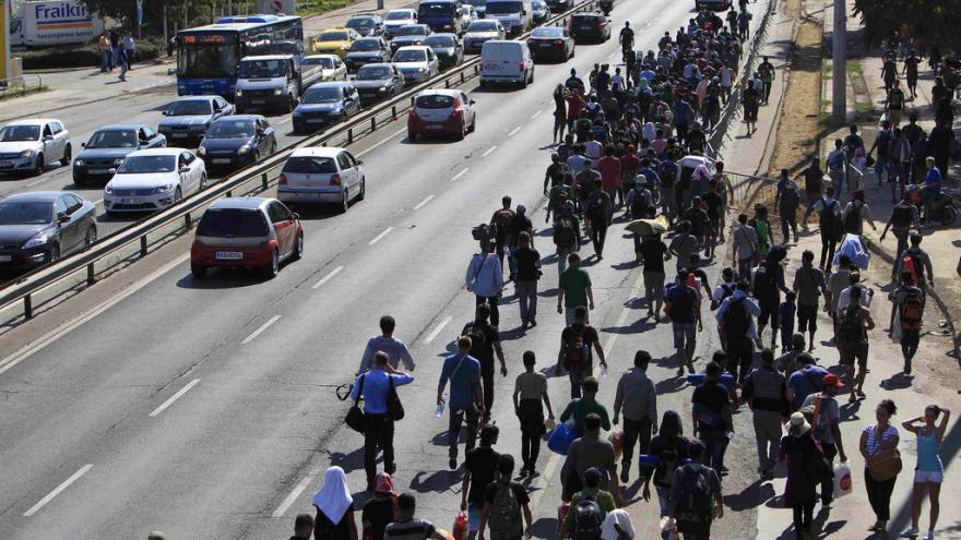 Video Miřejovský: Uprchlický průvod už měří přes kilometr
