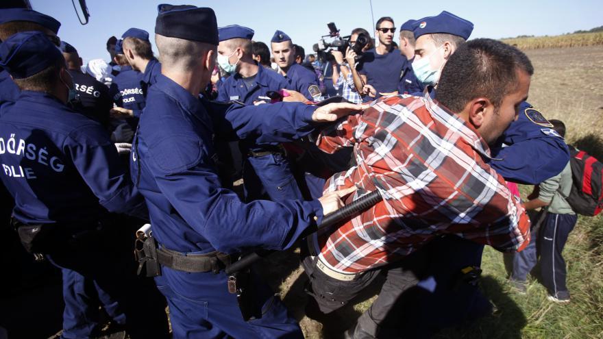 Video Redaktorka po návštěvě Röszke: V táboře panuje chaos, policie je ale vstřícná