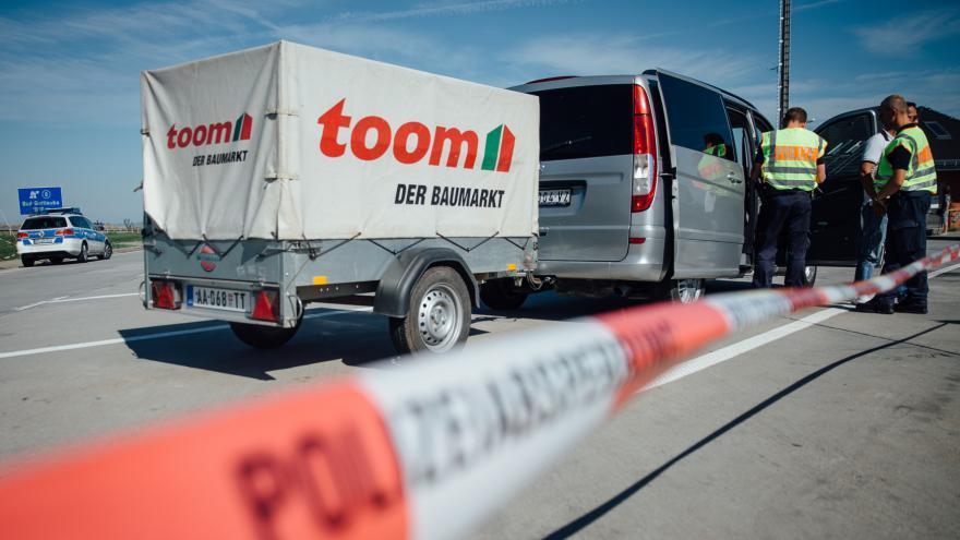 Video Události: V kolonách u hranic uvízli i čeští dopravci