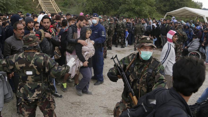 Video Maďarsko pošle na hranici tisíce vojáků