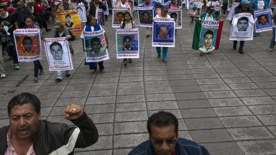 Video Tisíce lidí v Mexiku se bouří kvůli uneseným studentům