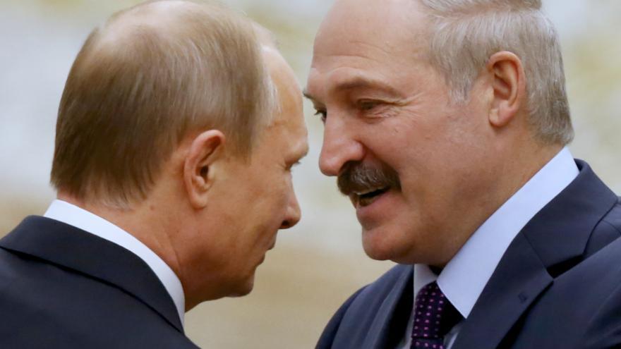 Video Karas: Lukašenko lavíruje mezi Ruskem a Západem