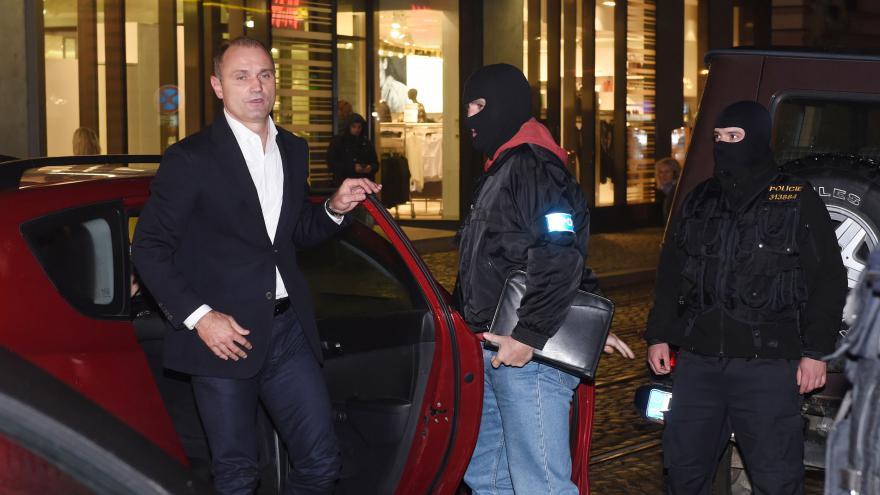 Video Policie do Olomouce přiváží Ivana Langera