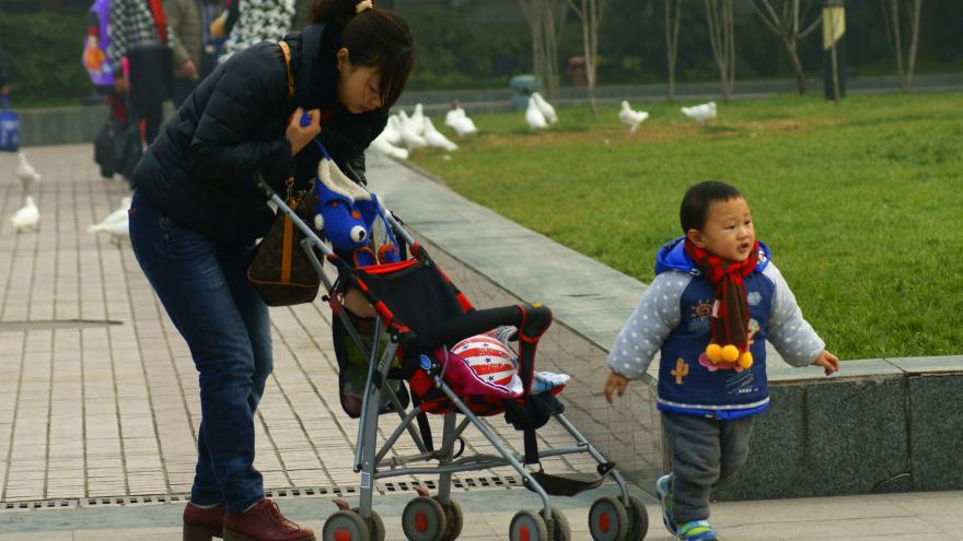 Video Sociální antropolog: Politika jednoho dítěte přinesla Pekingu problémy