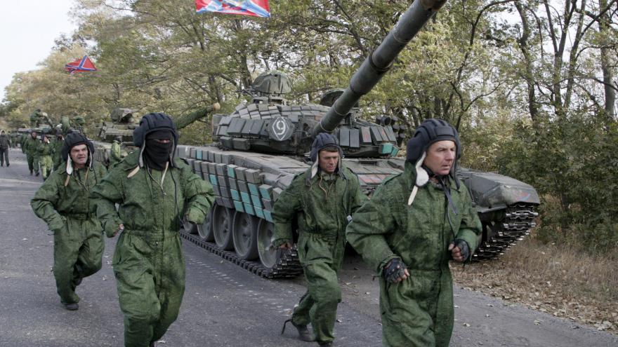 Video V Donbasu pokračuje stahování těžké techniky