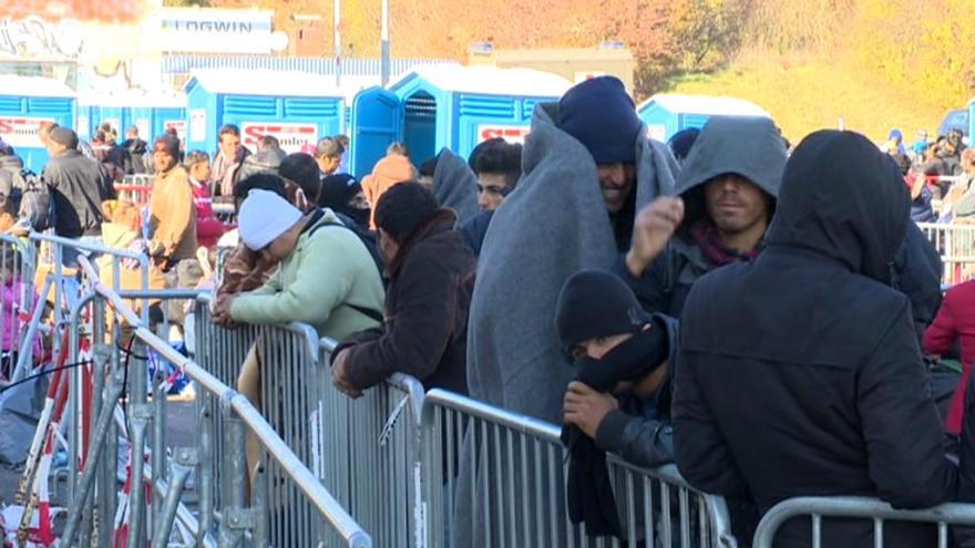 Video Tisíce uprchlíků čekají ve Slovinsku, až je pustí dál na Západ - a bojí se zimy