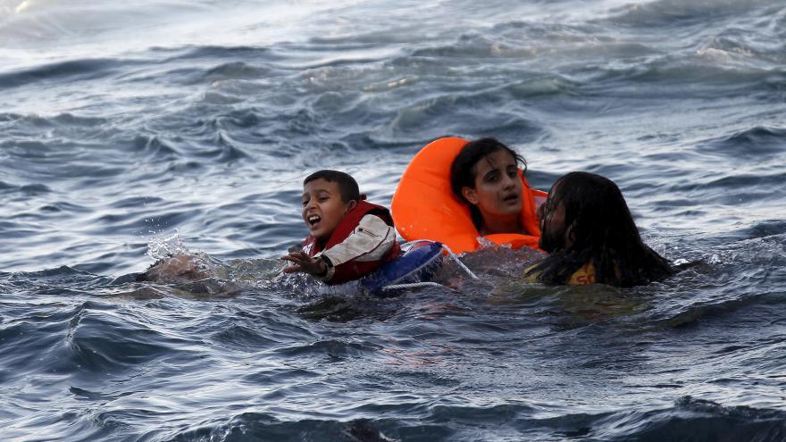 Video Publicista: Kvůli stávce lodí uvízly na řeckých ostrovech stovky běženců