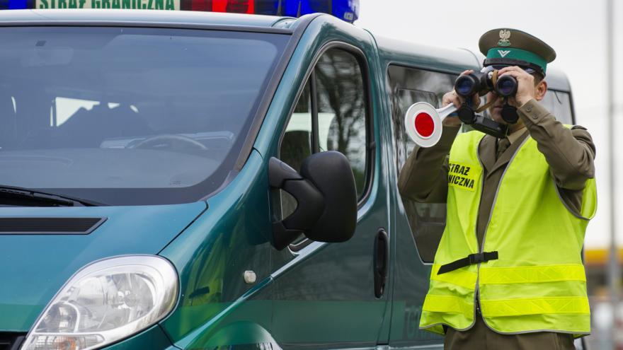 Video Brusel reaguje na atentáty, schválil přísnější kontroly na hranicích Schengenu