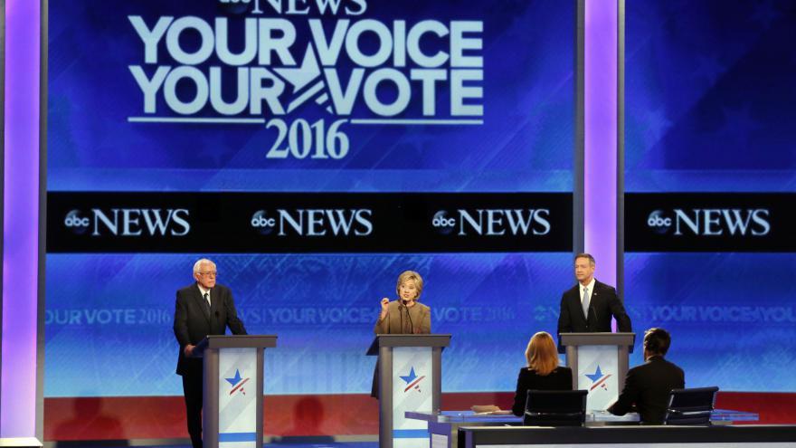 Video Třetí televizní debata demokratů ve znamení boje s terorem