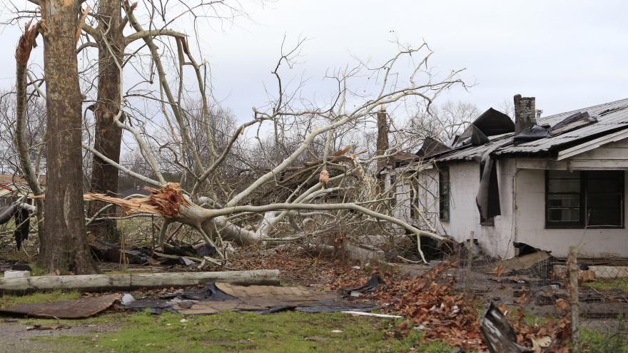 Video Bouře a silný vítr dál sužují Spojené státy, zlepšení se zatím nečeká