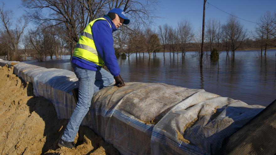 Video Americké povodně mají přes tři desítky obětí