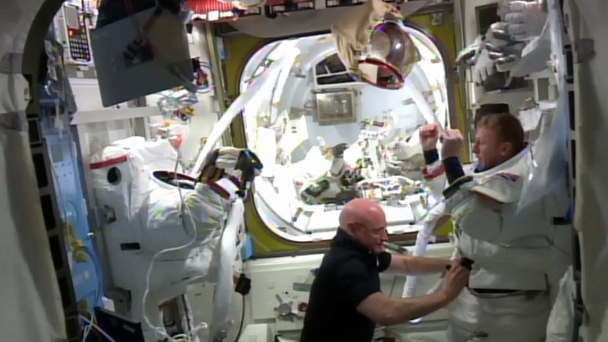 Video Přistání astronautů 10..4. 2017