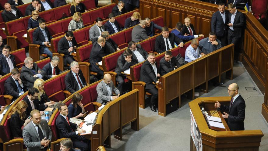 Video Zpravodaj ČT Josef Pazderka k demisi premiéra Jaceňuka