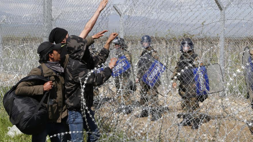 Video Zpravodaj ČT David Miřejovský: Na řecké straně nejsou vidět žádné bezpečnostní síly