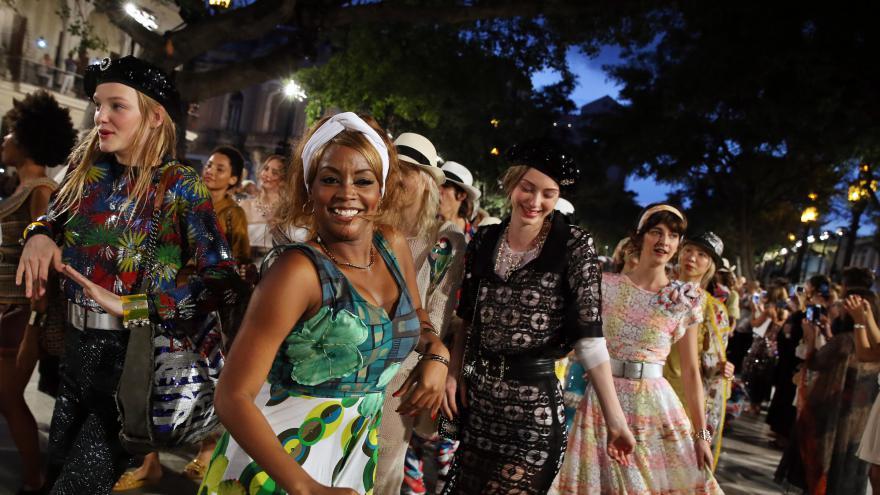 Video Promenáda v Havaně se proměnila v přehlídkové molo