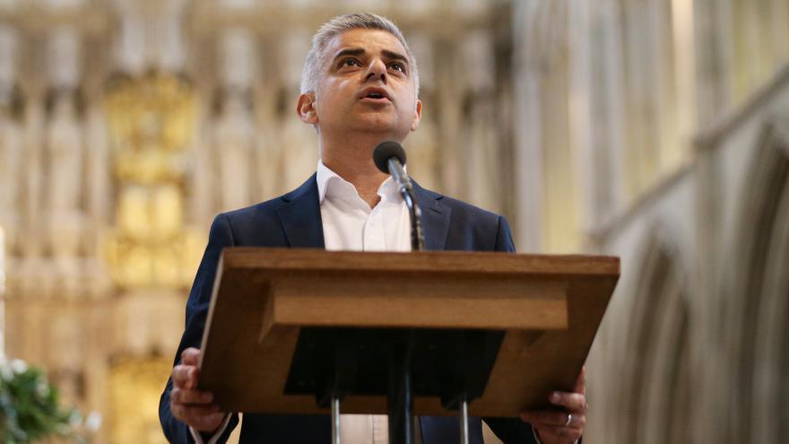 Video Nový starosta Londýna složil přísahu