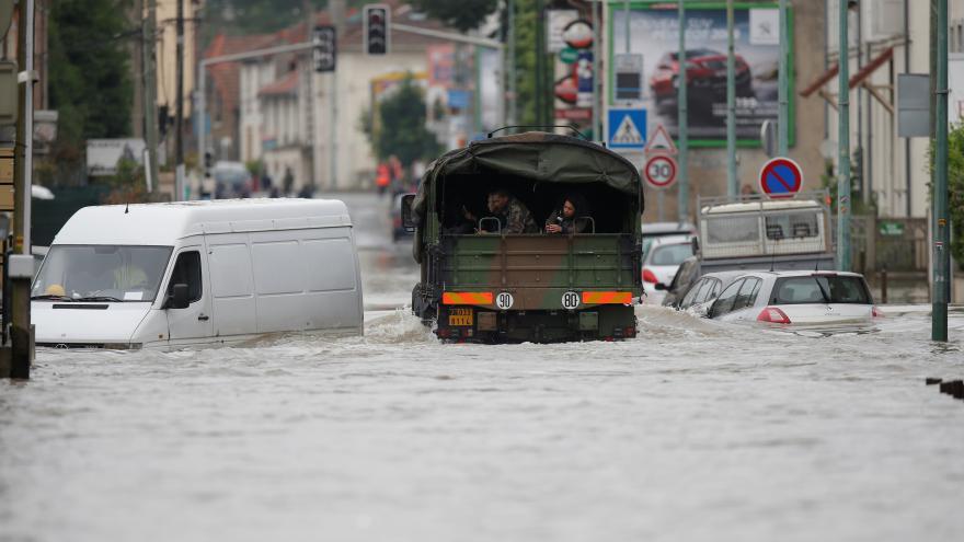 Video Francie je stále ohrožena záplavami
