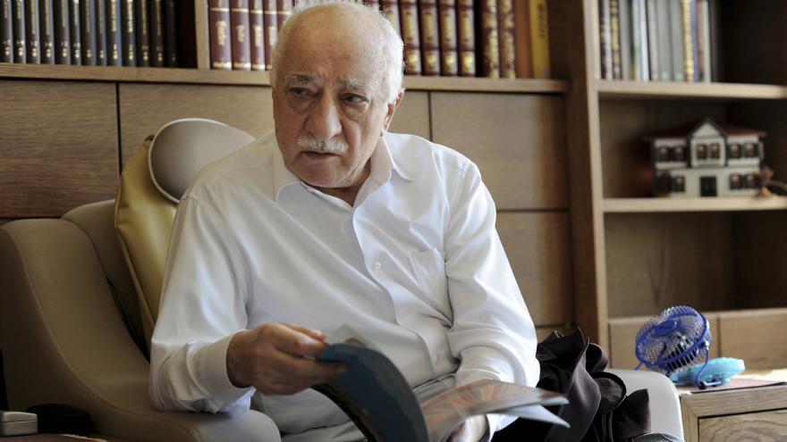 Video Horizont: Hon na Gülena pokračuje