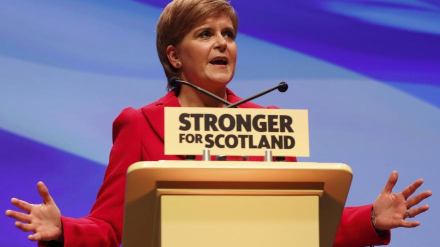 Video SLEDUJTE: Šéfka skotských nacionalistů reaguje na plán předčasných voleb